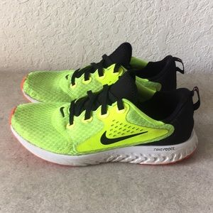 ✅Girls Nike React Running Shoes Size 7Y